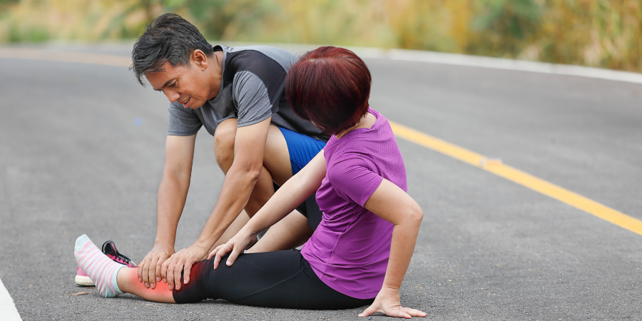 dad helping wife with muscle cramps